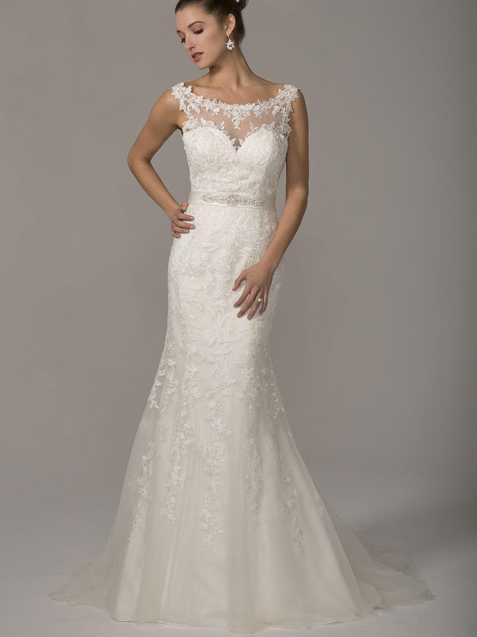 La Collezione 2018 è sofisticata ed elegante e appagherà la fantasia di  qualsiasi sposa! Una selezione di abiti dal sapore classico e raffinato a9eaf134e84
