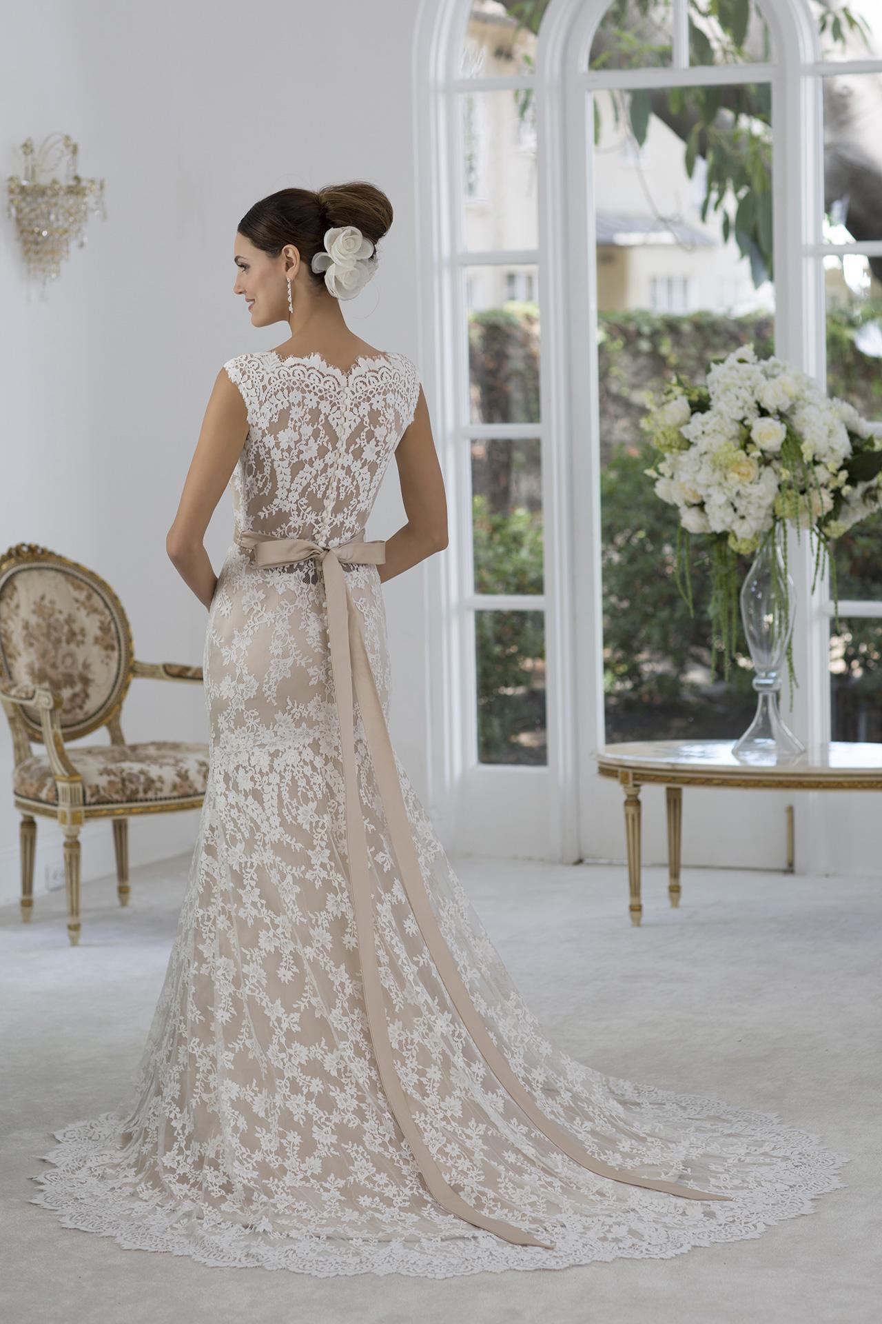 3074b0389d04 Grazie alla promozione lancio le spose potranno avere gli abiti della nuova  Collezione a prezzi incredibilmente scontati ma solo fino al 15 aprile 2018!